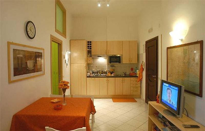 Holiday rentals - BED & BREAKFAST - CAMPANIA (NAPOLI - NAPOLI) ~ This colourful room has all comforts: climatisation system (warm/cool), light dimmer, large wardrobe, mirror, small desk, chair, luggage rack, micro hi-fi.