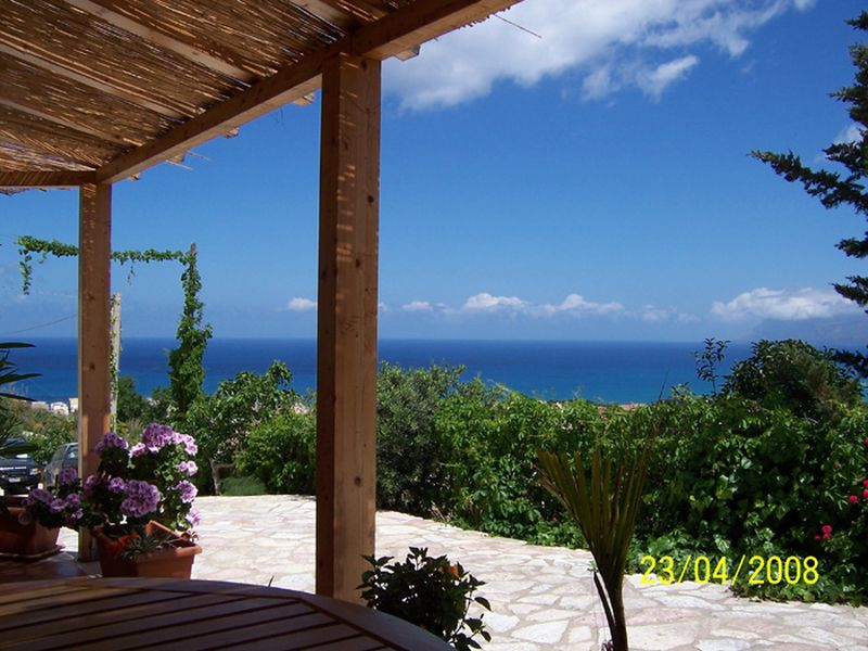 Holiday rentals - APPARTAMENTO - SICILIA (CASTELLAMMARE DEL GOLFO - TRAPANI) ~ From the veranda, and from inside you can admire the panorama of the Gulf of Castellammare