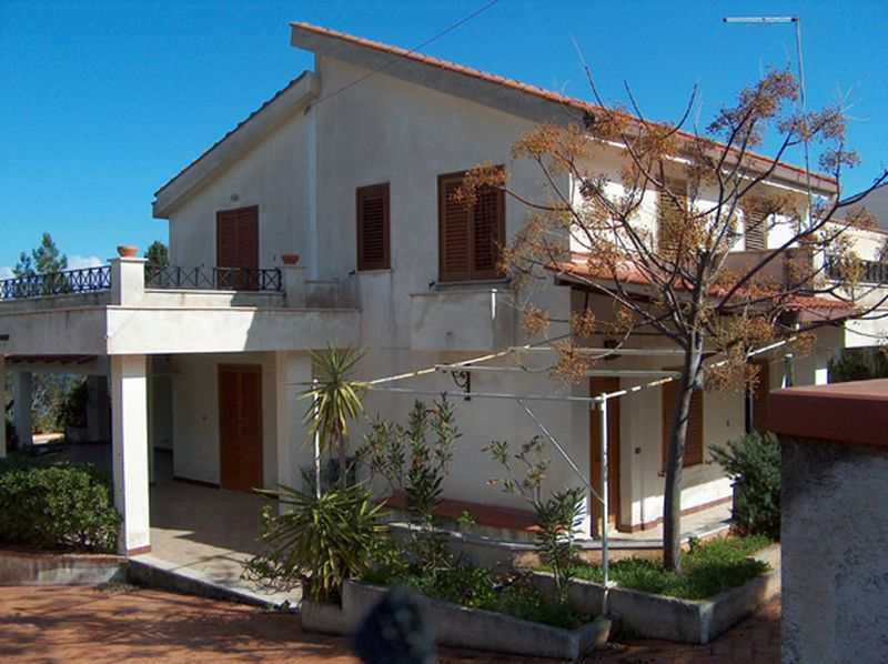 Holiday rentals - CASA VACANZA - SICILIA (CASTELLAMMARE DEL GOLFO-SCOPELLO - TRAPANI) ~ Outside view villa with veranda